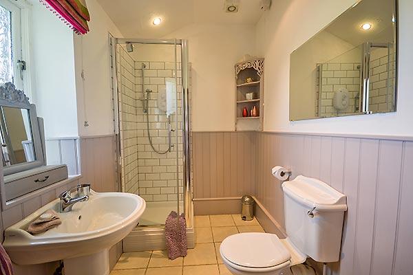 Betws y coed orsedd wen holiday cottage in snowdonia for Coed bedroom ideas